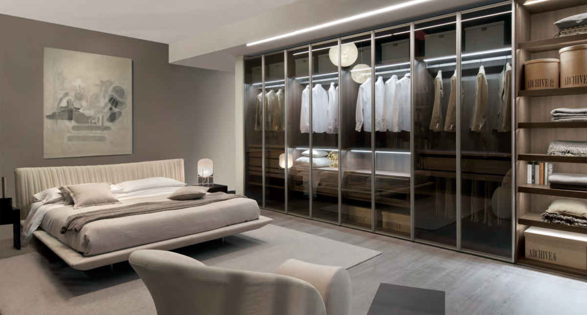 Bedroom with closet design