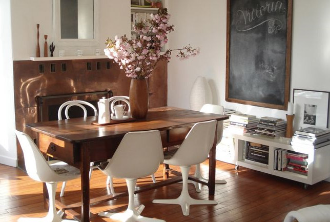 Abbinare tavolo e sedie non coordinati un idea per un for Sedie salone moderne
